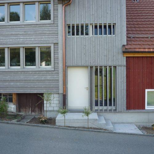 Referenzen Altbausanierung Sanierung MFH Erweiterte Fassadengliederung