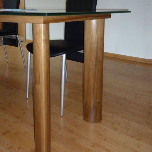 Referenzen Schreinerei Glastisch Nussbaum 01