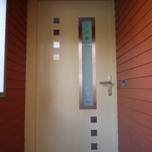 Referenzen Schreinerei Neue Haustuer Bei Fassadensanierung